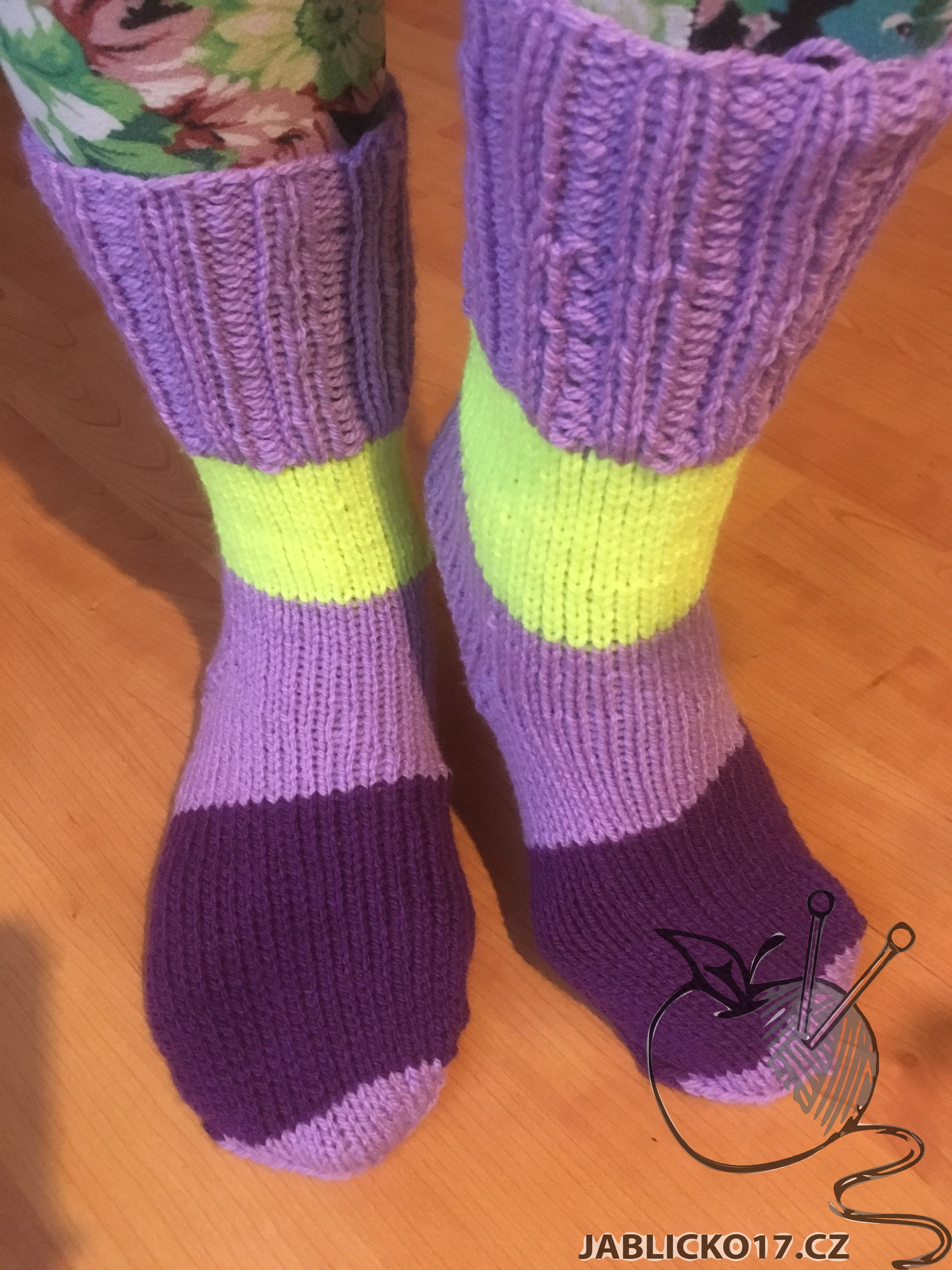 Ponožky fialová, žlutý pruh