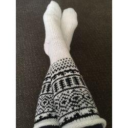 Podkolenky ručně pleteny - bílo, šedá, vyplétaná